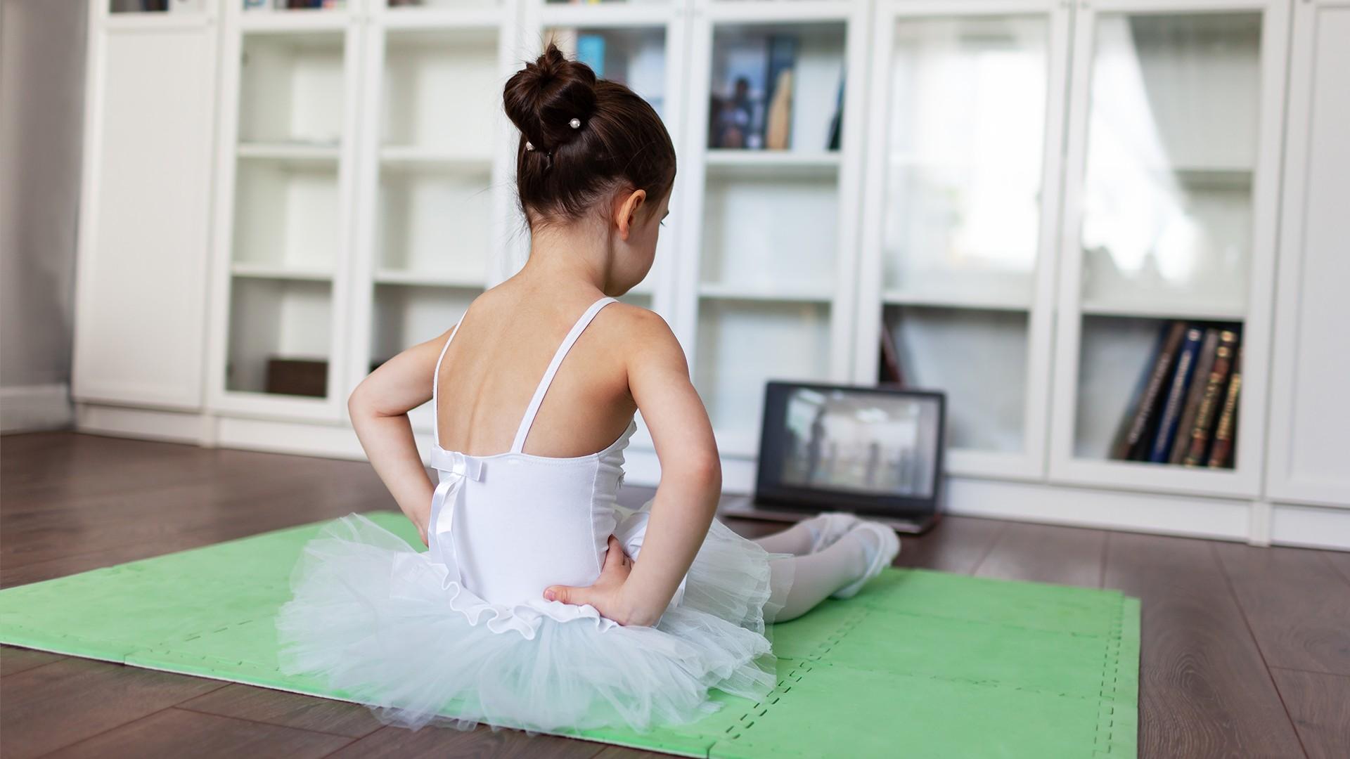Din viața unui dansator între 4 pereți. Cum să rămâi liber?
