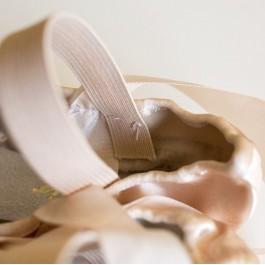 Cum să coaseți benzile elastice la niște flexibili de balet